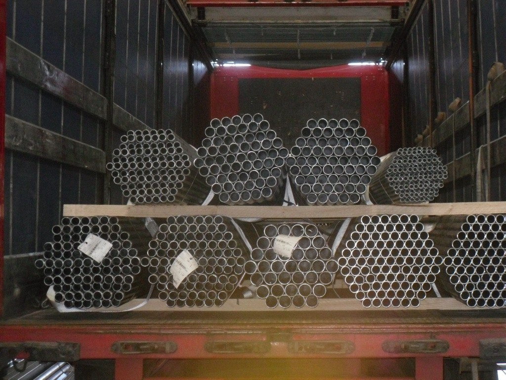 camion de tubes rond acier